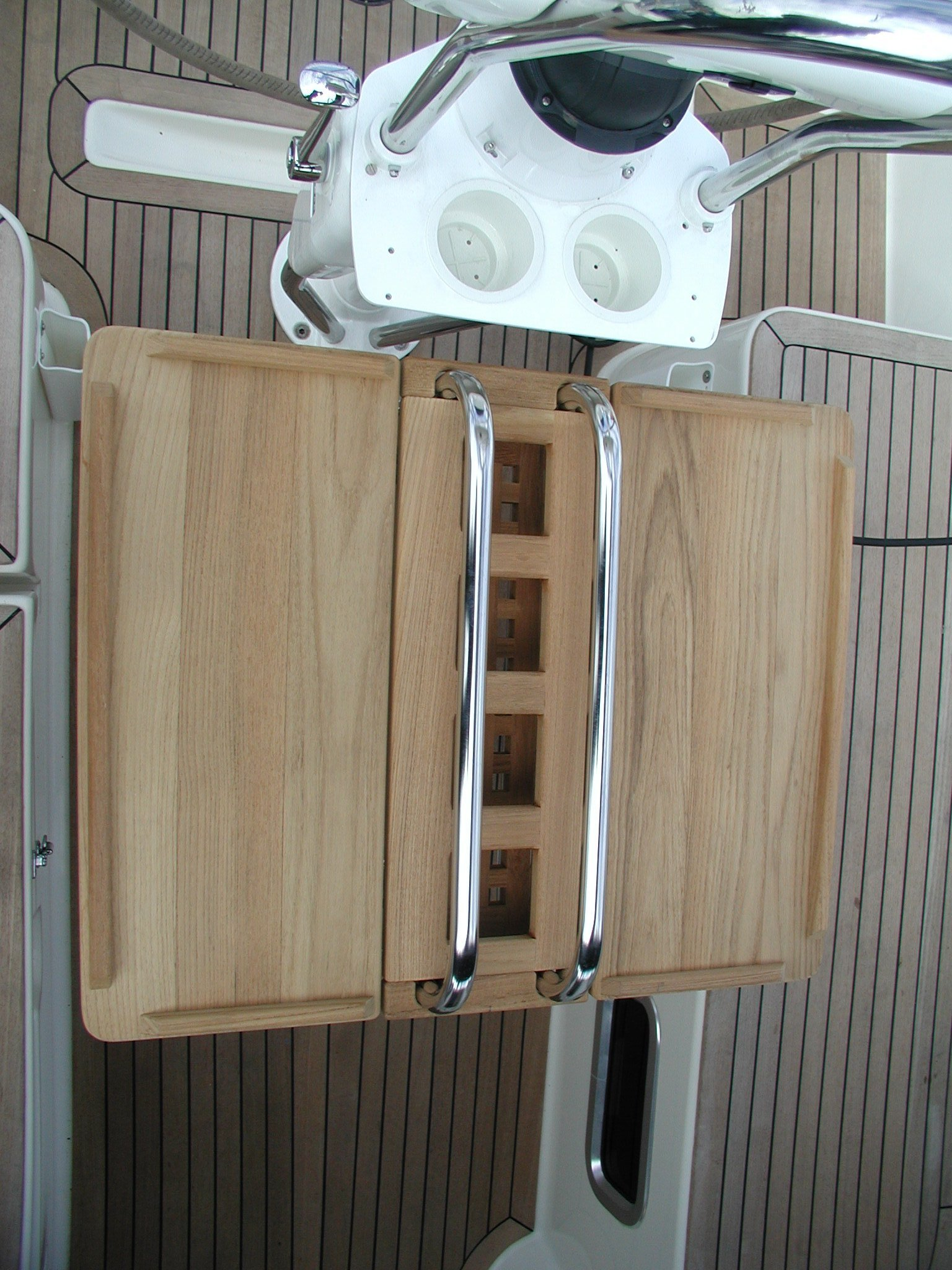 View, fix mounting cockpit table for Hanse sailing yacht