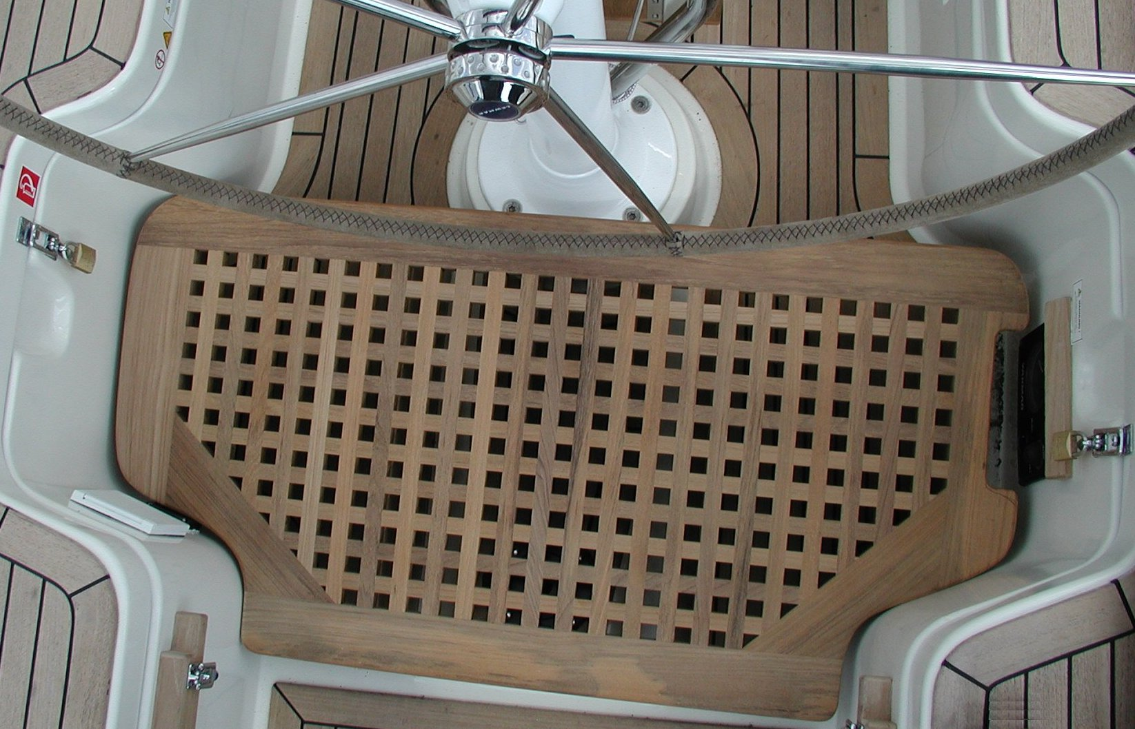 View on a cockpitgrate as steering column pedestal, Hanse sailing boat